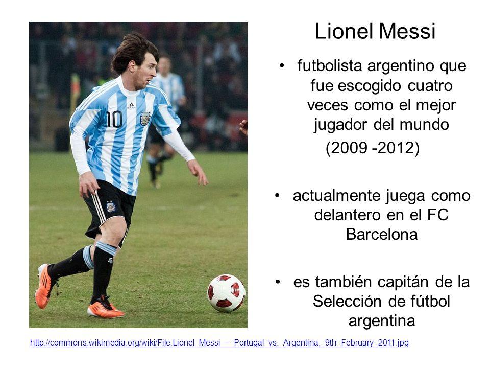 Lionel Messi futbolista argentino que fue escogido cuatro veces como el mejor jugador del mundo (2009 -2012) actualmente juega como delantero en el FC Barcelona es también capitán de la Selección de fútbol argentina http://commons.wikimedia.org/wiki/File:Lionel_Messi_–_Portugal_vs._Argentina,_9th_February_2011.jpg