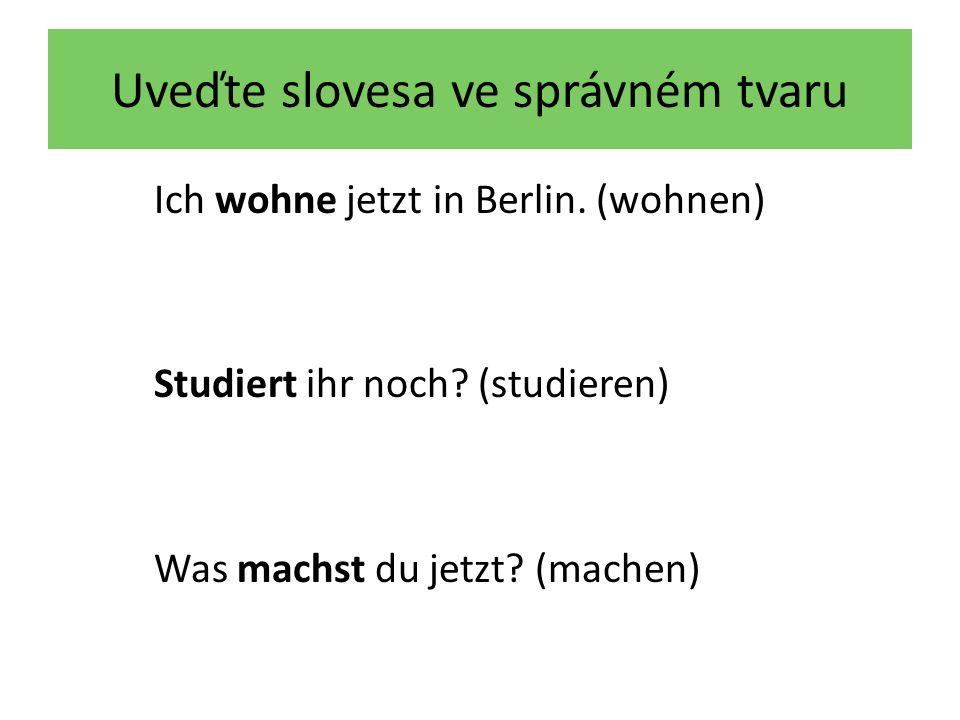 Uveďte slovesa ve správném tvaru Mark …………… in Hamburg.