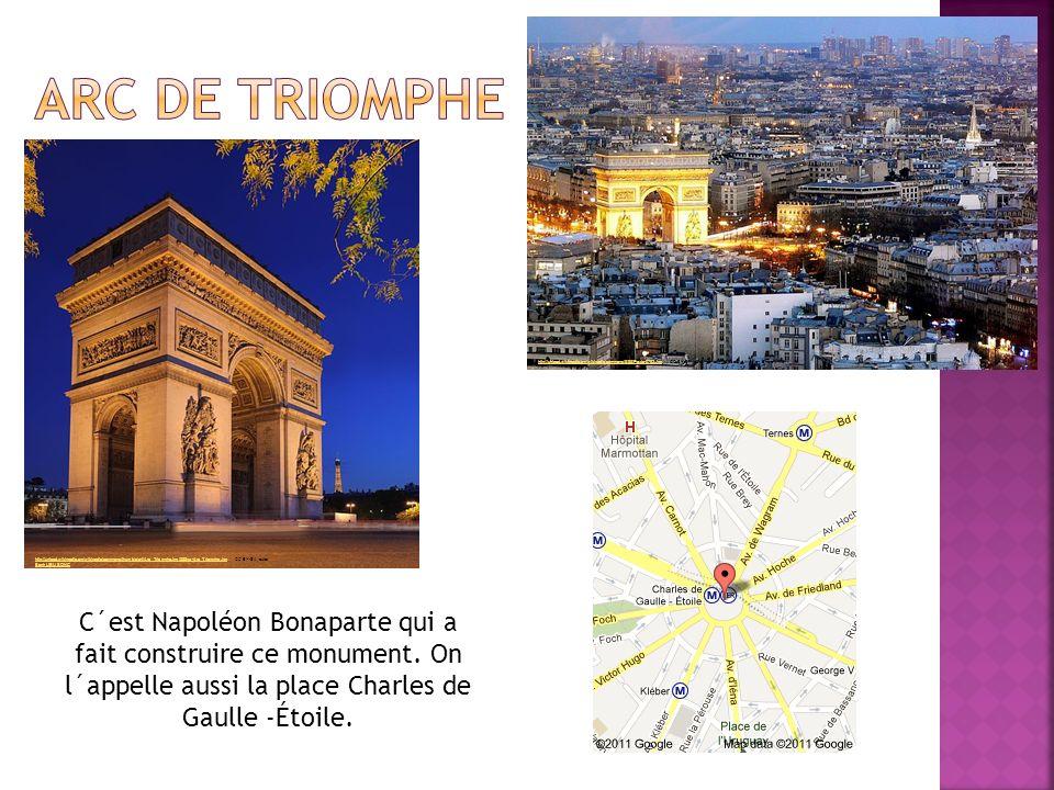 C´est Napoléon Bonaparte qui a fait construire ce monument.