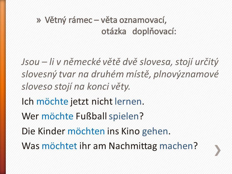 Jsou – li v německé větě dvě slovesa, stojí určitý slovesný tvar na druhém místě, plnovýznamové sloveso stojí na konci věty.