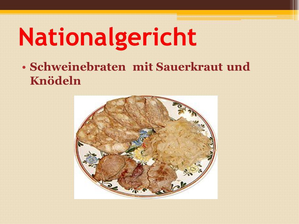 Nationalgericht Schweinebraten mit Sauerkraut und Knödeln