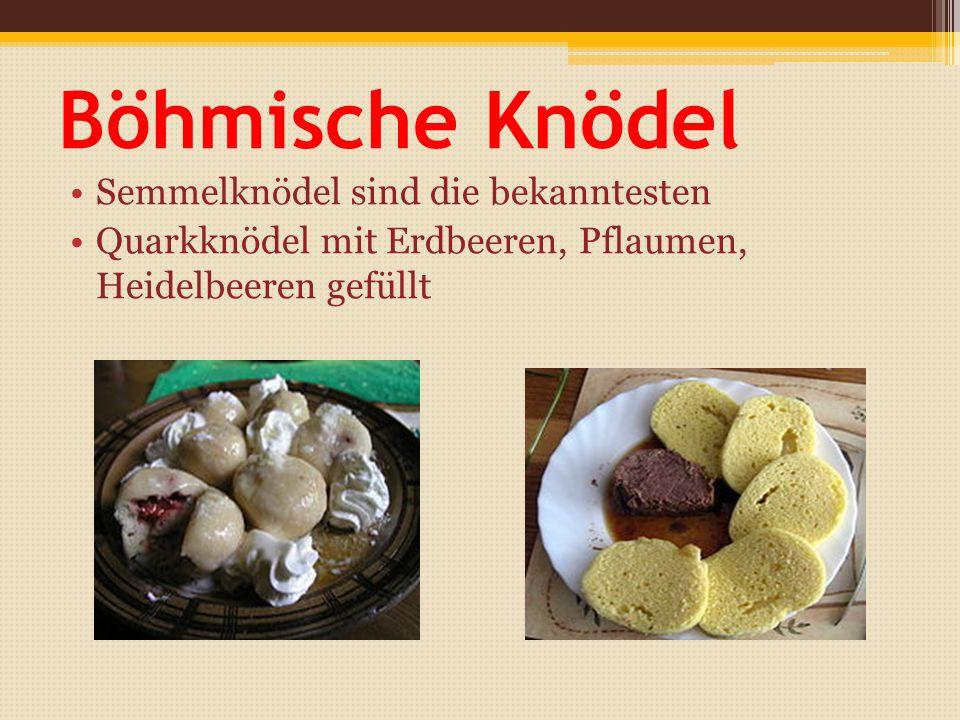 Böhmische Knödel Semmelknödel sind die bekanntesten Quarkknödel mit Erdbeeren, Pflaumen, Heidelbeeren gefüllt