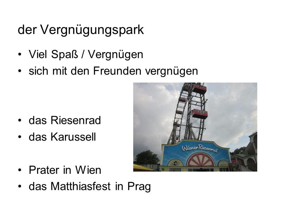 der Vergnügungspark Viel Spaß / Vergnügen sich mit den Freunden vergnügen das Riesenrad das Karussell Prater in Wien das Matthiasfest in Prag