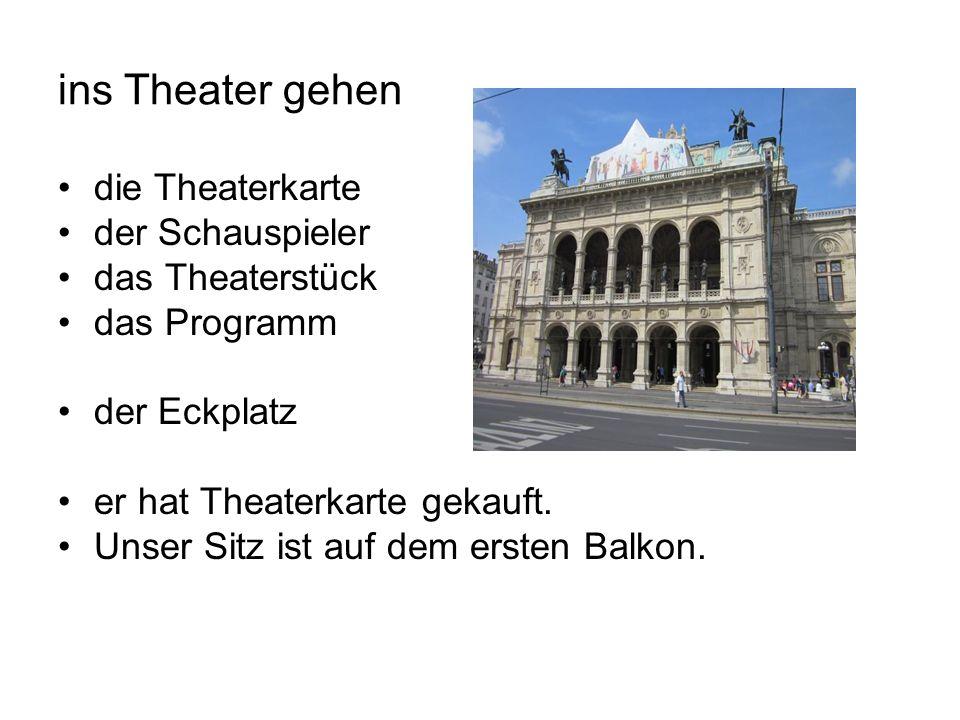 ins Theater gehen die Theaterkarte der Schauspieler das Theaterstück das Programm der Eckplatz er hat Theaterkarte gekauft.