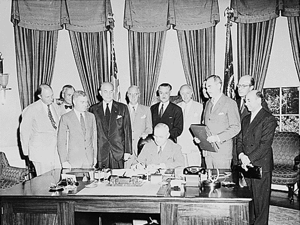 Smluvní strany se dohodly, že ozbrojený útok proti jedné nebo více z nich v Evropě nebo Severní Americe bude považován za útok proti všem, a proto ods