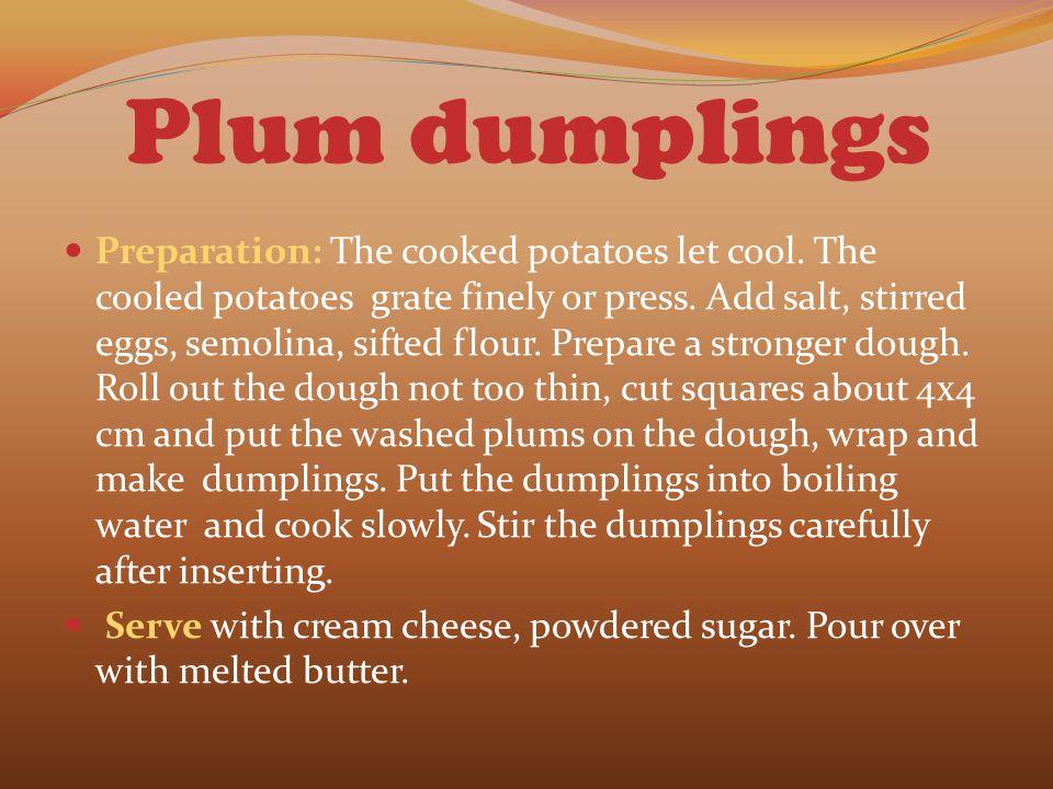 Plum dumplings Preparation: The cooked potatoes let cool.