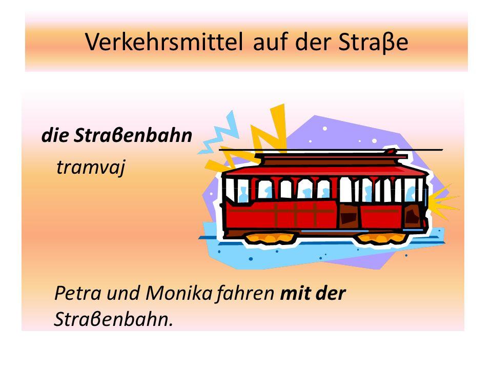 Verkehrsmittel auf der Straβe die Straβenbahn tramvaj Petra und Monika fahren mit der Straβenbahn.