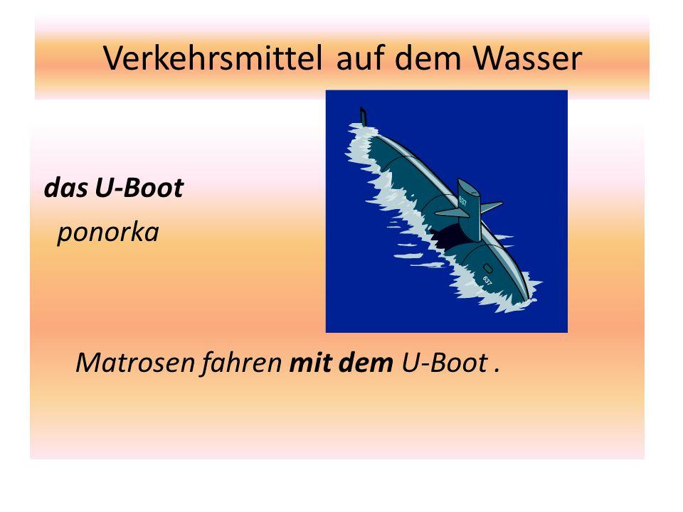 Verkehrsmittel auf dem Wasser das U-Boot ponorka Matrosen fahren mit dem U-Boot.