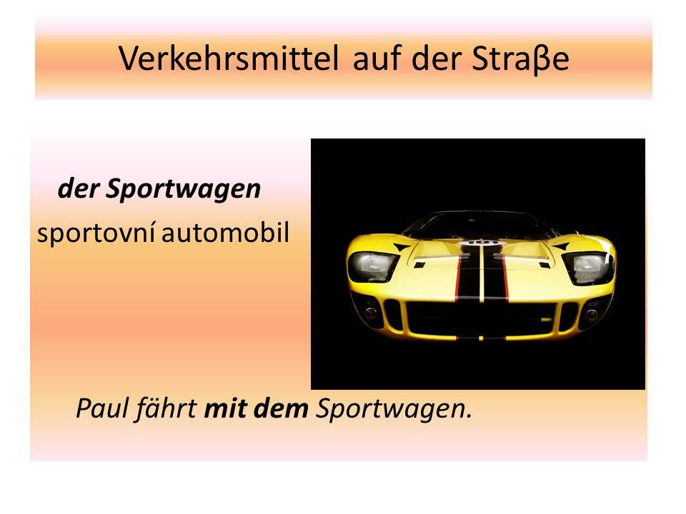 Verkehrsmittel auf der Straβe der Sportwagen sportovní automobil Paul fährt mit dem Sportwagen.