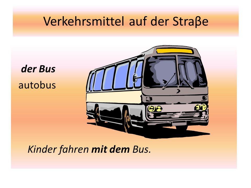 Verkehersmittel auf der Straβe der Trolleybus trolejbus Leute fahren mit dem Trolleybus.