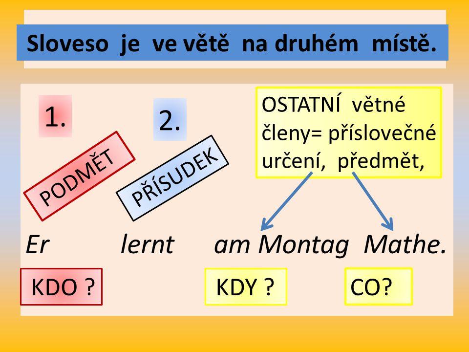 Er lernt am Montag Mathe. Sloveso je ve větě na druhém místě.