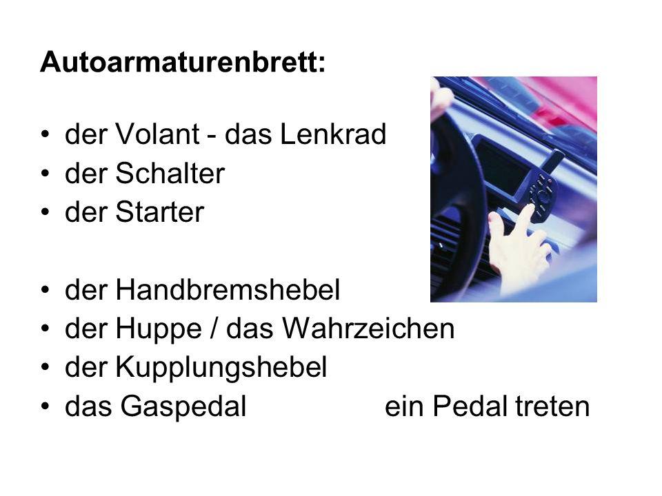 Autoarmaturenbrett: der Volant - das Lenkrad der Schalter der Starter der Handbremshebel der Huppe / das Wahrzeichen der Kupplungshebel das Gaspedal ein Pedal treten