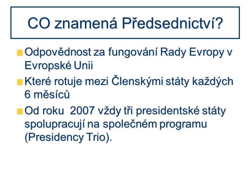 CO znamená Předsednictví? Odpovědnost za fungování Rady Evropy v Evropské Unii Které rotuje mezi Členskými státy každých 6 měsíců Od roku 2007 vždy tř
