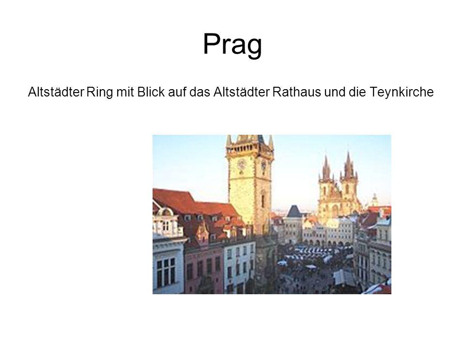 Prag Altstädter Ring mit Blick auf das Altstädter Rathaus und die Teynkirche