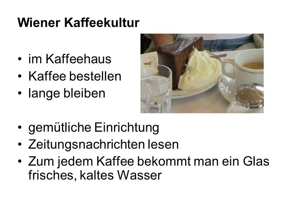 Wiener Kaffeekultur im Kaffeehaus Kaffee bestellen lange bleiben gemütliche Einrichtung Zeitungsnachrichten lesen Zum jedem Kaffee bekommt man ein Gla
