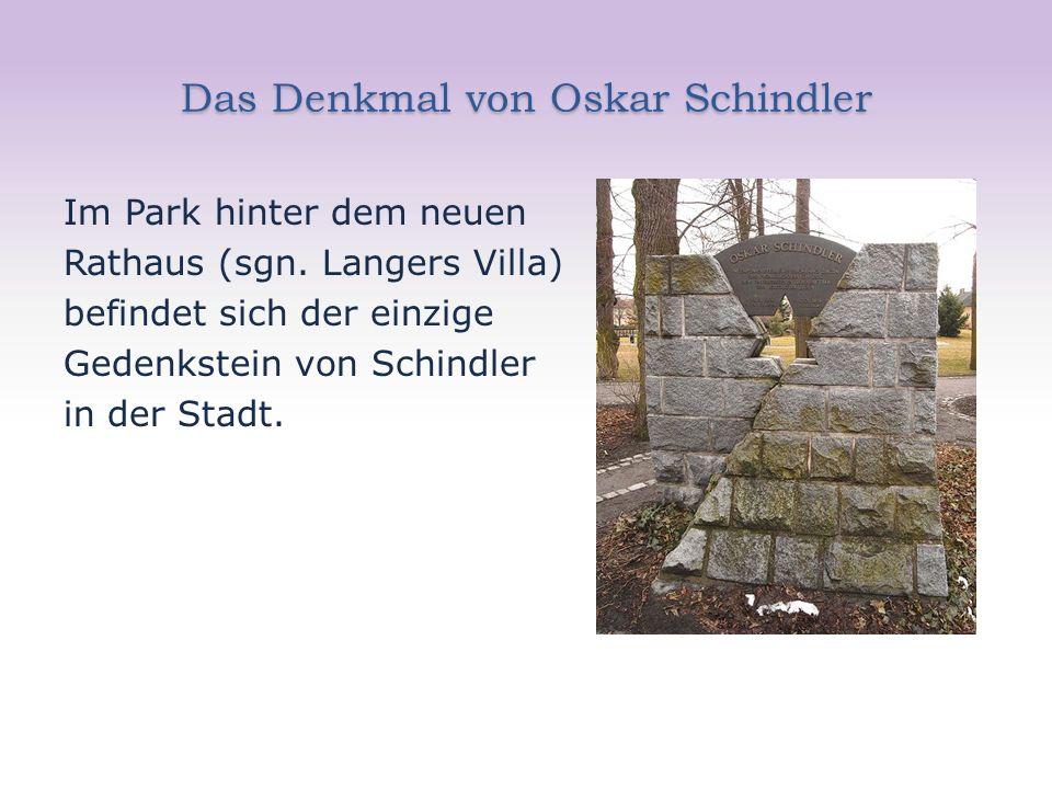 Das Denkmal von Oskar Schindler Im Park hinter dem neuen Rathaus (sgn. Langers Villa) befindet sich der einzige Gedenkstein von Schindler in der Stadt