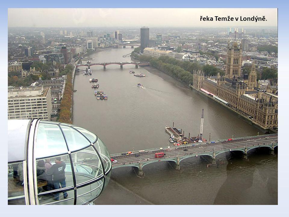 řeka Temže v Londýně.