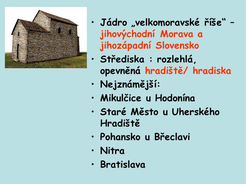 staroslověnština Konstantin sestavil z řečtiny zvláštní písmo hlaholici, přizpůsobené fonetickým potřebám slovanských jazyků Přeložil bohoslužebné texty do staroslověnštiny Založili slovanské písemnictví