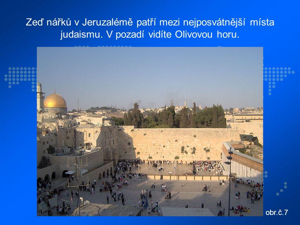 Zeď nářků v Jeruzalémě patří mezi nejposvátnější místa judaismu.
