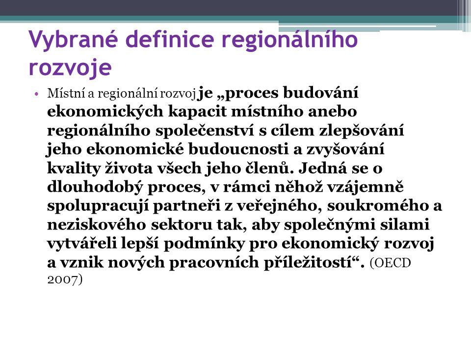 """Vybrané definice regionálního rozvoje Místní a regionální rozvoj je """"proces budování ekonomických kapacit místního anebo regionálního společenství s c"""