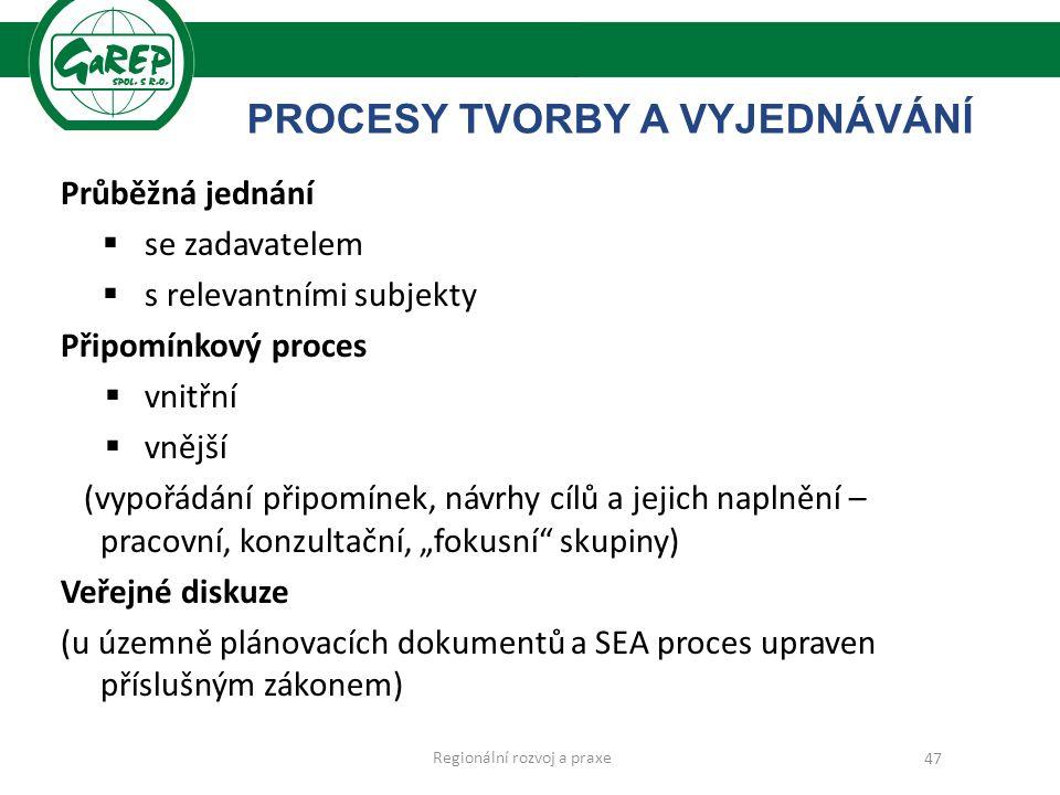 """PROCESY TVORBY A VYJEDNÁVÁNÍ Průběžná jednání  se zadavatelem  s relevantními subjekty Připomínkový proces  vnitřní  vnější (vypořádání připomínek, návrhy cílů a jejich naplnění – pracovní, konzultační, """"fokusní skupiny) Veřejné diskuze (u územně plánovacích dokumentů a SEA proces upraven příslušným zákonem) Regionální rozvoj a praxe 47"""