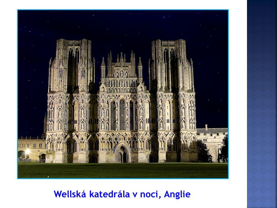 Wellská katedrála v noci, Anglie