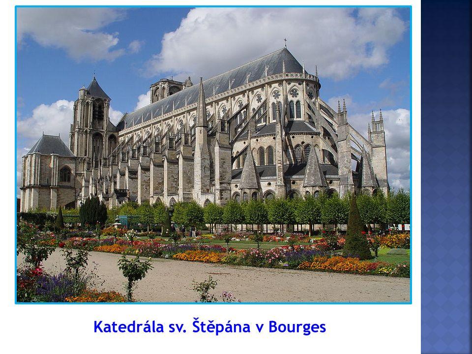 Katedrála v Amiens, Francie Kaple Sainte-Chapelle du Palais, Paříž