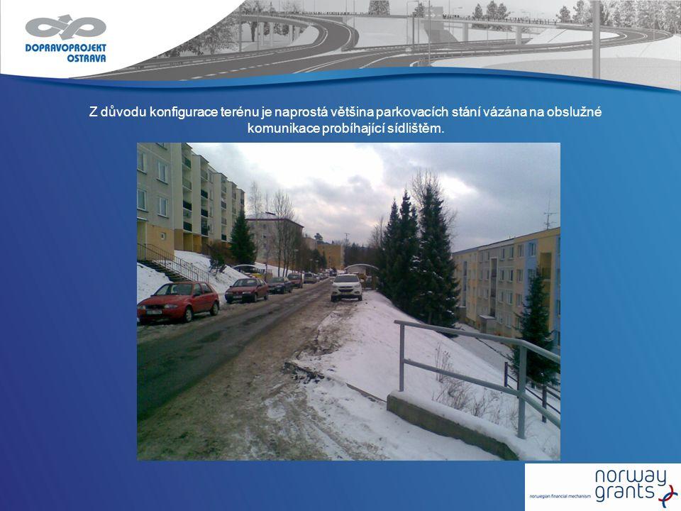 Z důvodu konfigurace terénu je naprostá většina parkovacích stání vázána na obslužné komunikace probíhající sídlištěm.