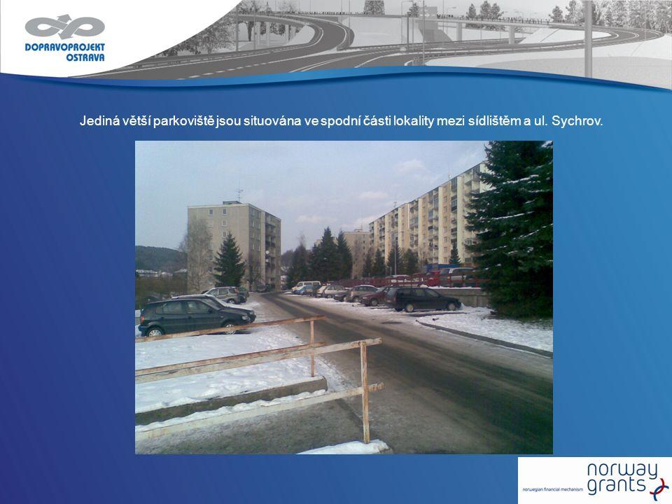 Jediná větší parkoviště jsou situována ve spodní části lokality mezi sídlištěm a ul. Sychrov.