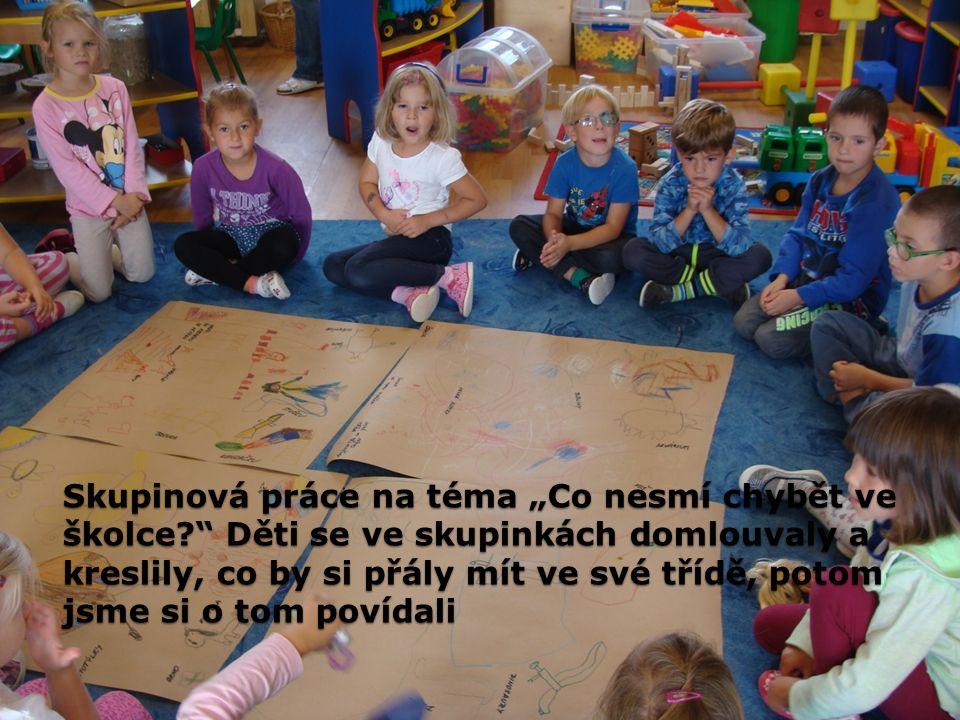 """Skupinová práce na téma """"Co nesmí chybět ve školce?"""" Děti se ve skupinkách domlouvaly a kreslily, co by si přály mít ve své třídě, potom jsme si o tom"""