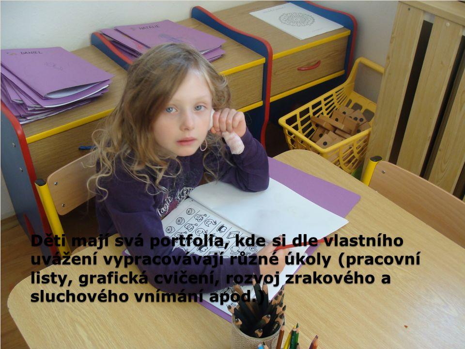 Děti mají svá portfolia, kde si dle vlastního uvážení vypracovávají různé úkoly (pracovní listy, grafická cvičení, rozvoj zrakového a sluchového vnímá