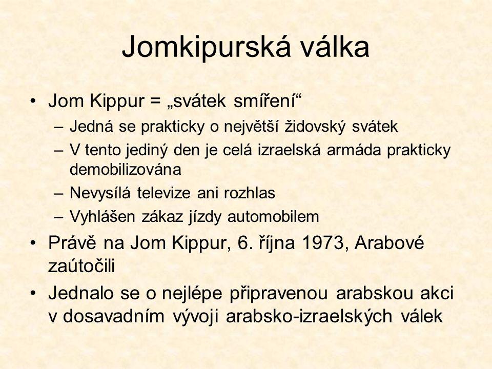 """Jomkipurská válka Jom Kippur = """"svátek smíření –Jedná se prakticky o největší židovský svátek –V tento jediný den je celá izraelská armáda prakticky demobilizována –Nevysílá televize ani rozhlas –Vyhlášen zákaz jízdy automobilem Právě na Jom Kippur, 6."""