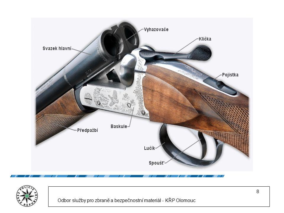 9 Na základě zmíněného zákona může být nabývání vlastnictví, držení a nošení zbraně povoleno pouze osobám, které jsou držiteli zbrojního průkazu nebo zbrojní licence.