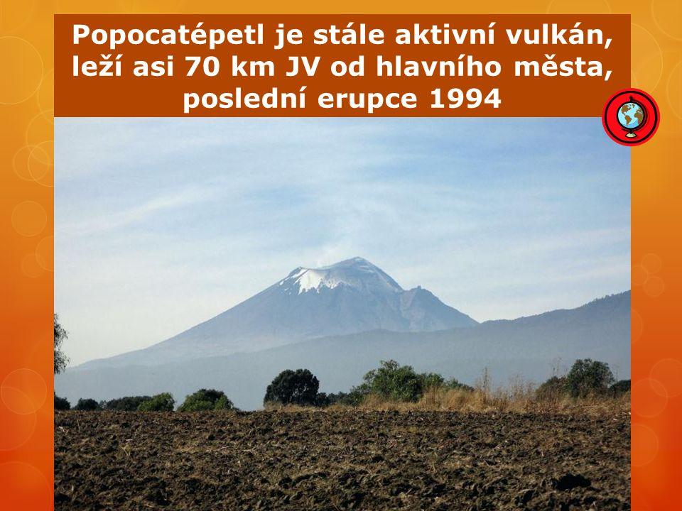 Popocatépetl je stále aktivní vulkán, leží asi 70 km JV od hlavního města, poslední erupce 1994