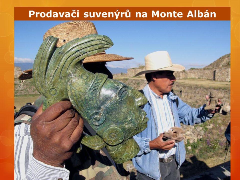Prodavači suvenýrů na Monte Albán
