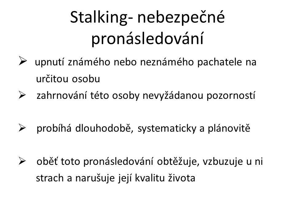 Stalking se od běžného chování ve vztazích mezi lidmi liší tím, že pronásledovatel nebere ohledy na skutečné zájmy pronásledované osoby nerespektuje její odmítnutí pokračuje ve svém chování i přes jasně vyslovený nesouhlas pronásledované osoby