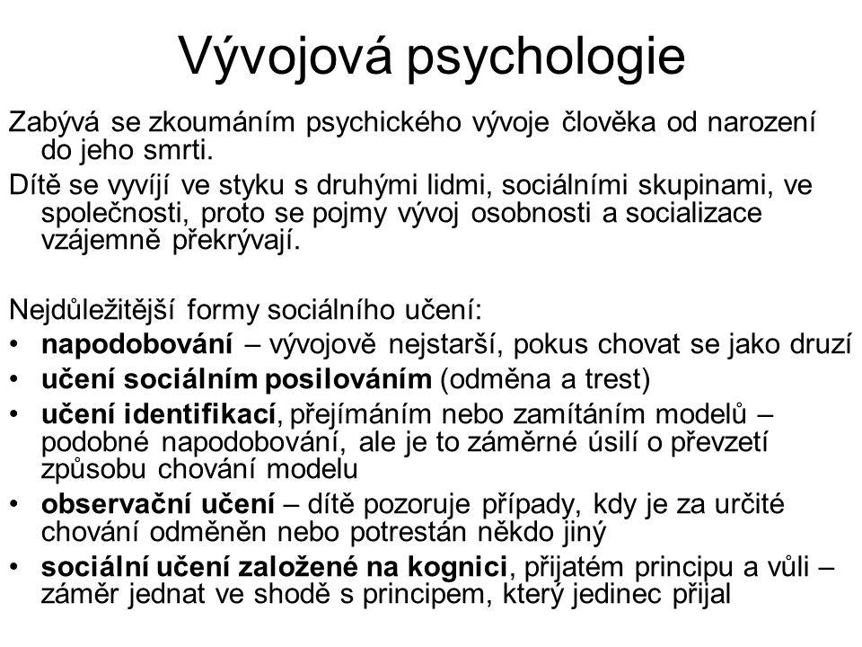 Vývojová psychologie Zabývá se zkoumáním psychického vývoje člověka od narození do jeho smrti. Dítě se vyvíjí ve styku s druhými lidmi, sociálními sku