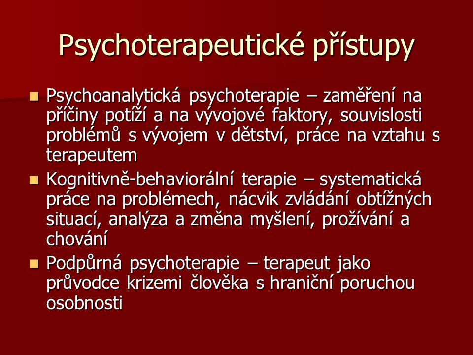 Psychoterapeutické přístupy Psychoanalytická psychoterapie – zaměření na příčiny potíží a na vývojové faktory, souvislosti problémů s vývojem v dětstv
