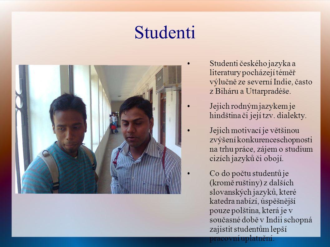Studenti Studenti českého jazyka a literatury pocházejí téměř výlučně ze severní Indie, často z Biháru a Uttarpradéše.