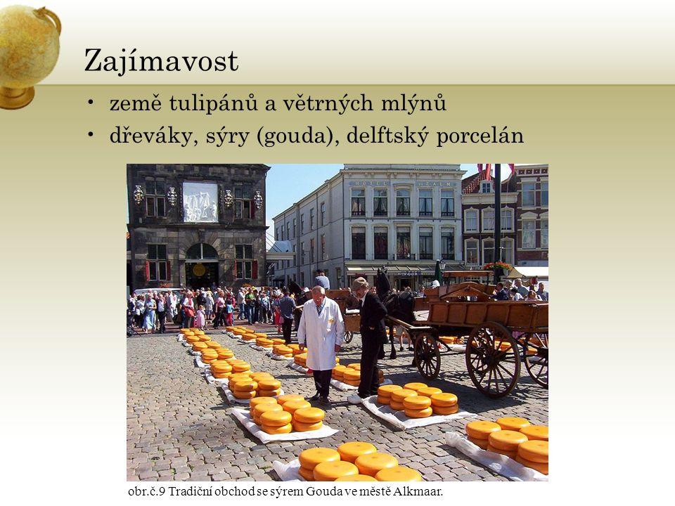 Zajímavost země tulipánů a větrných mlýnů dřeváky, sýry (gouda), delftský porcelán obr.č.9 Tradiční obchod se sýrem Gouda ve městě Alkmaar.