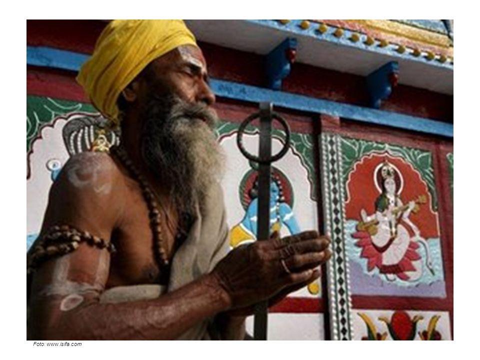 Hinduismus Příchod Árjů k řece Indu se odehrál asi v 18.