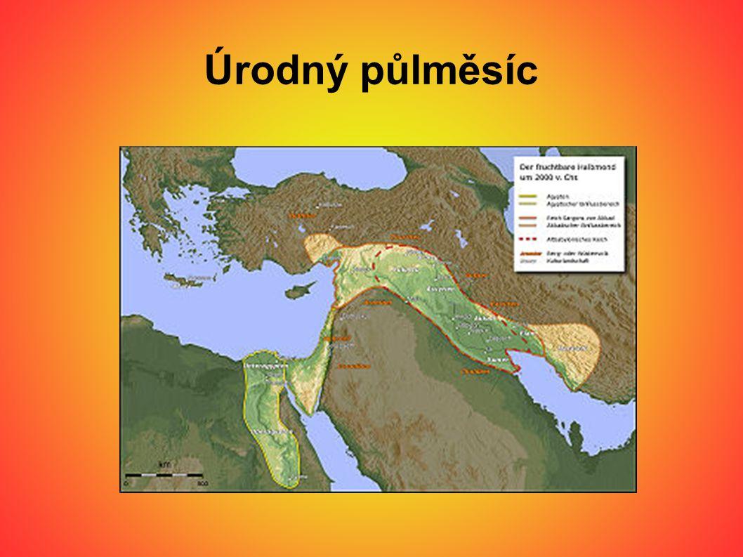● Městské státy se nedokázaly sjednotit a ubránit nájezdům Semitů ● Ti ovládli Mezopotámii a vytvořili 2 velké říše ● - na severu ASÝRIE ● - na jihu BABYLÓNIE ● Vztahy mezi říšemi byly rivalské