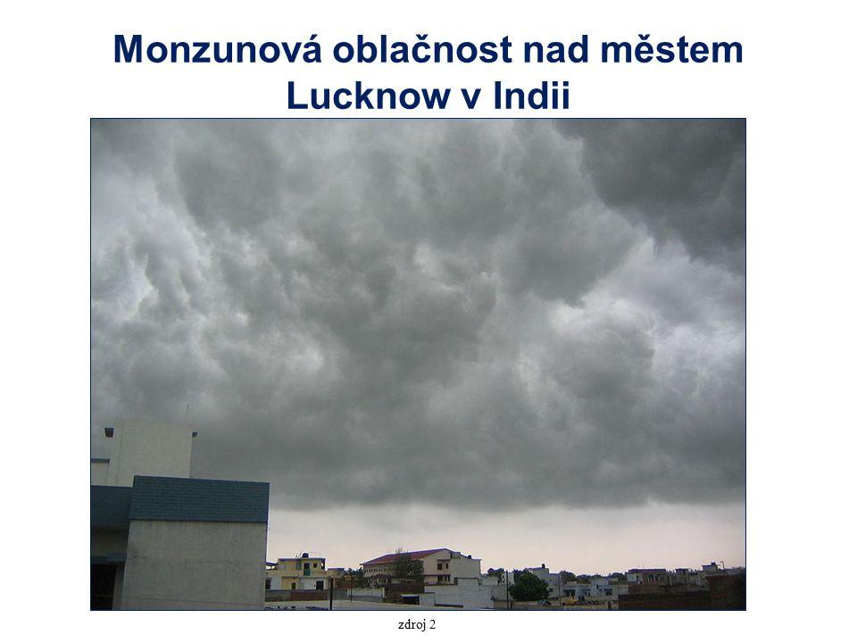 Monzunová oblačnost nad městem Lucknow v Indii zdroj 2