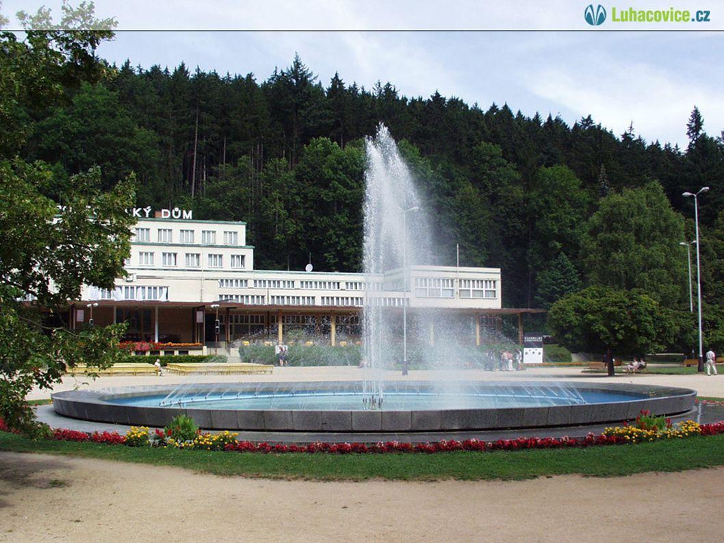 Poloha a zajímavosti Luhačovice se rozkládají v údolí říčky Šťávnice.