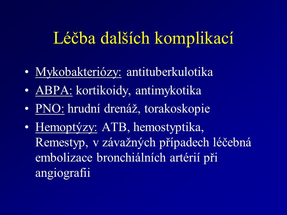 Léčba dalších komplikací Mykobakteriózy: antituberkulotika ABPA: kortikoidy, antimykotika PNO: hrudní drenáž, torakoskopie Hemoptýzy: ATB, hemostyptika, Remestyp, v závažných případech léčebná embolizace bronchiálních artérií při angiografii