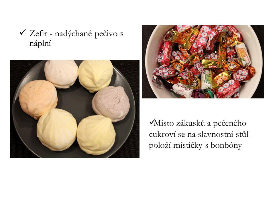 Zefir - nadýchané pečivo s náplní Místo zákusků a pečeného cukroví se na slavnostní stůl položí mističky s bonbóny