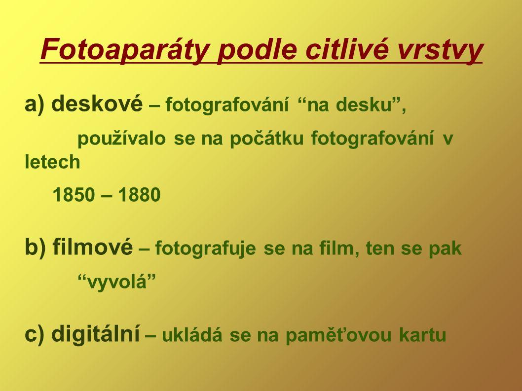 Fotoaparáty podle citlivé vrstvy a) deskové – fotografování na desku , používalo se na počátku fotografování v letech 1850 – 1880 b) filmové – fotografuje se na film, ten se pak vyvolá c) digitální – ukládá se na paměťovou kartu