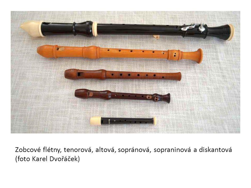 Zobcové flétny, tenorová, altová, sopránová, sopraninová a diskantová (foto Karel Dvořáček)