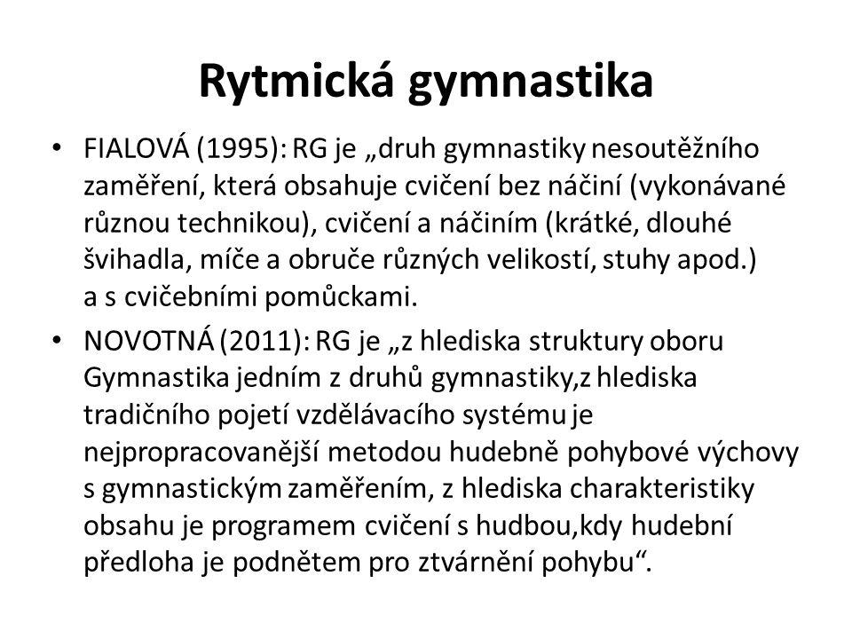 """Rytmická gymnastika FIALOVÁ (1995): RG je """"druh gymnastiky nesoutěžního zaměření, která obsahuje cvičení bez náčiní (vykonávané různou technikou), cvičení a náčiním (krátké, dlouhé švihadla, míče a obruče různých velikostí, stuhy apod.) a s cvičebními pomůckami."""