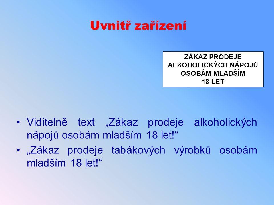 """Uvnitř zařízení Viditelně text """"Zákaz prodeje alkoholických nápojů osobám mladším 18 let! """"Zákaz prodeje tabákových výrobků osobám mladším 18 let! ZÁKAZ PRODEJE ALKOHOLICKÝCH NÁPOJŮ OSOBÁM MLADŠÍM 18 LET"""